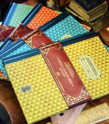 Cahier d'Exercices de Poufsouffle,  Harry Potter, Boutique Harry Potter, The Wizard's Shop
