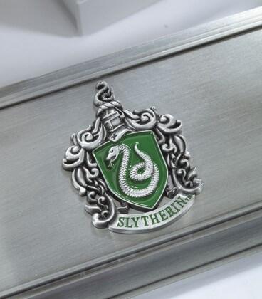 Présentoir à Baguettes Serpentard en métal,  Harry Potter, Boutique Harry Potter, The Wizard's Shop